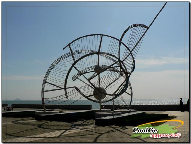 奥帆基地的标志性雕塑,似风帆,似贝壳,更像流动的音符. .