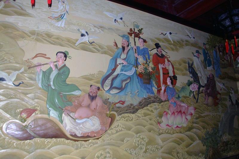 """上图:蓬莱阁景区入口处""""八仙过海""""群雕. 上图:蓬莱阁全景."""