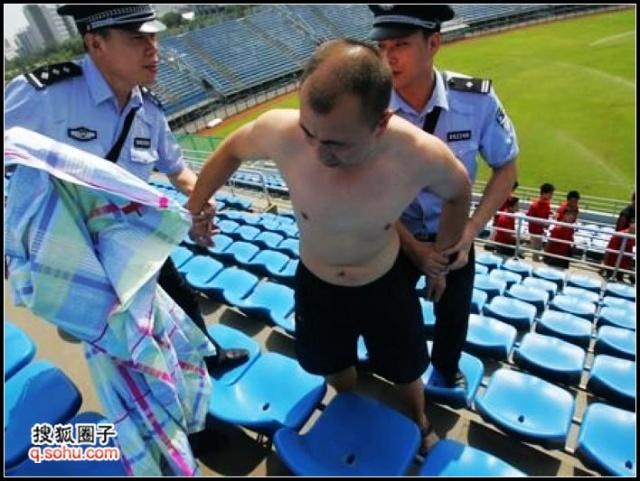 """北京奥运禁""""裸奔"""" 那""""膀爷"""""""