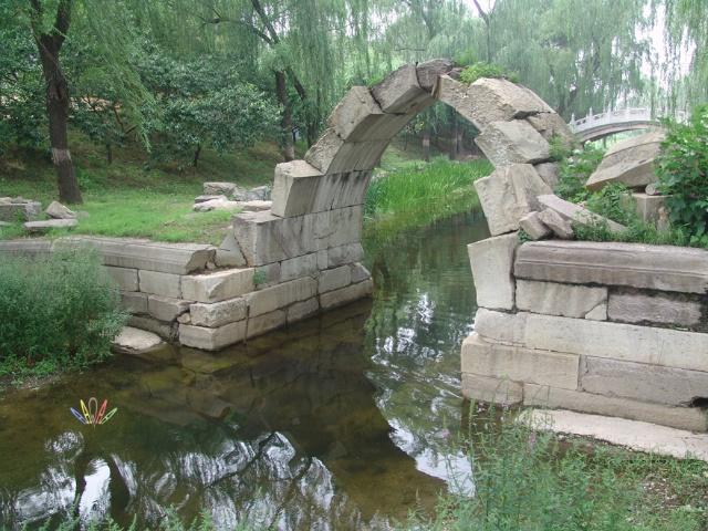 21-圆明园的园中园遗迹斑斑, 此为外园的残桥