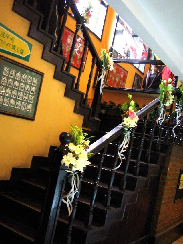餐厅楼梯中式花艺软装设计