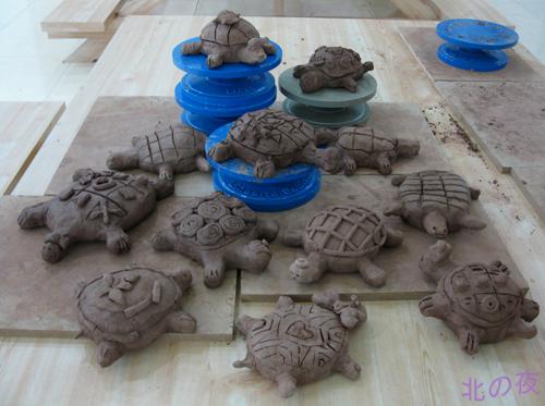 美术课就教画乌龟,陶艺课就教捏乌龟,以此类推.