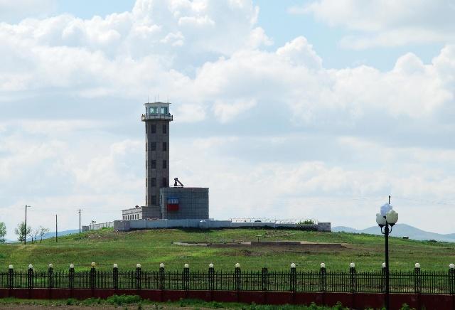 两国的边防了望哨塔