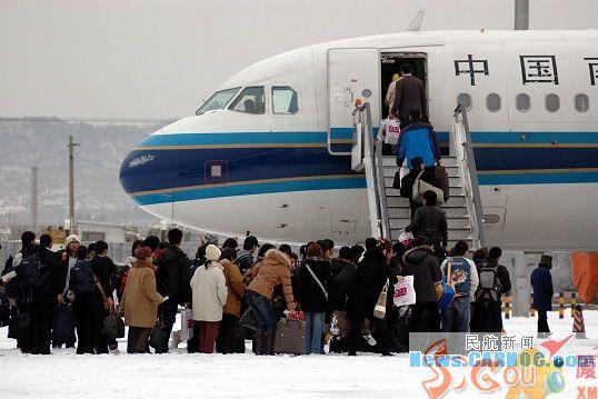 图13:坐飞机回家